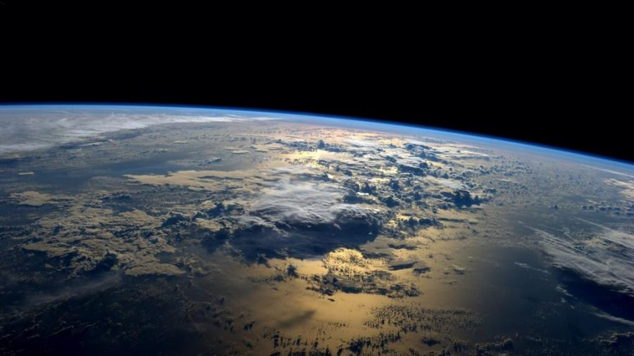 Picture+of+Earth+showing+the+curve+of+the+planet.