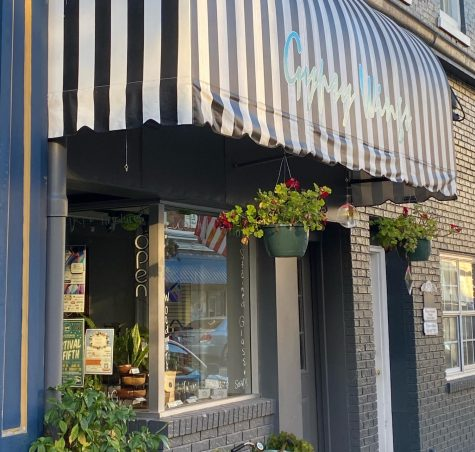 Gypsy Wings is settled in a beautiful part of Downtown Paris.